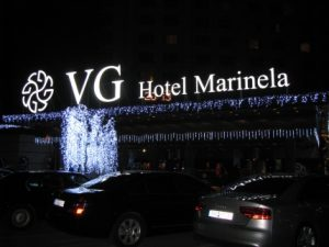 "Обемни букви ""Хотел Маринела"""