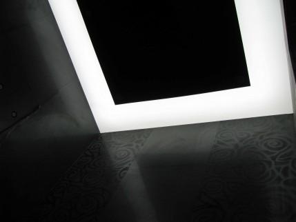 Светещ окачен таван