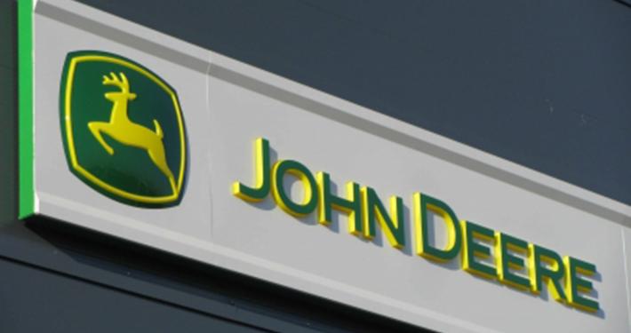 Светещи реклами John Deere