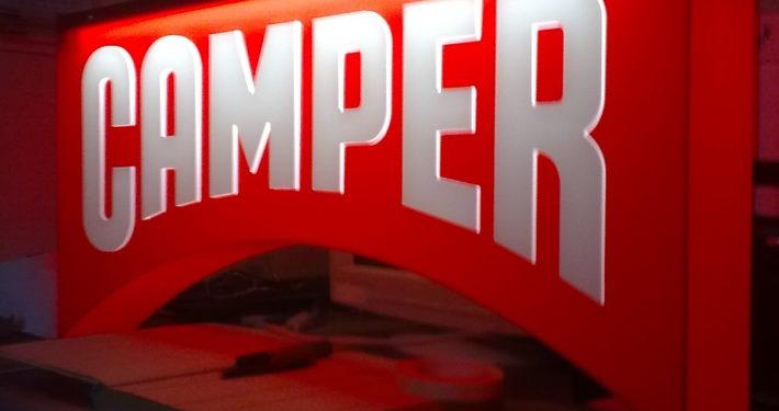 Светеща релефна табела Camper
