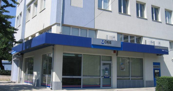 Брандиране фасада ОББ - Джеймс Баучер