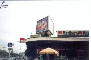 Метална конструкция за тристенен билборд