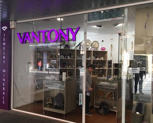 Обемни букви VANTONY